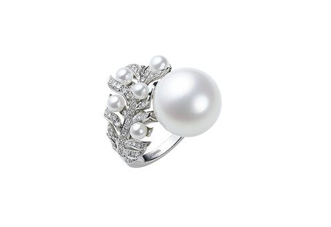Jewellery, Pearl, Gemstone, Fashion accessory, Body jewelry, Platinum, Ring, Silver, Engagement ring, Silver,