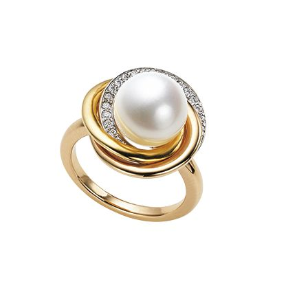 Jewellery, Pearl, Fashion accessory, Gemstone, Ring, Body jewelry, Natural material, Beige, Metal, Silver,