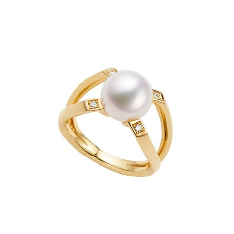 Jewellery, Ring, Pearl, Fashion accessory, Gemstone, Yellow, Body jewelry, Engagement ring, Gold, Wedding ceremony supply,