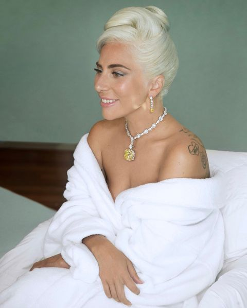 Hair, Shoulder, Blond, Hairstyle, Bridal accessory, Wedding dress, Beauty, Lip, Dress, Bridal clothing,