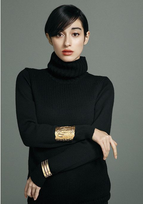 Black, Neck, Clothing, Shoulder, Beauty, Arm, Fashion, Outerwear, Sleeve, Collar,