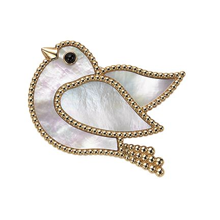 Jewellery, Fashion accessory, Brooch, Body jewelry, Pendant, Diamond, Locket, Finger, Chain, Ear,