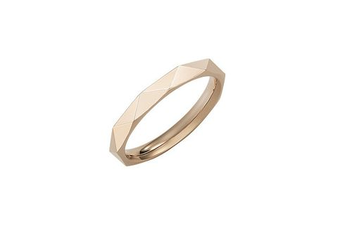 Ring, Jewellery, Fashion accessory, Metal, Wedding ceremony supply, Silver, Bangle, Wedding ring, Beige, Platinum,