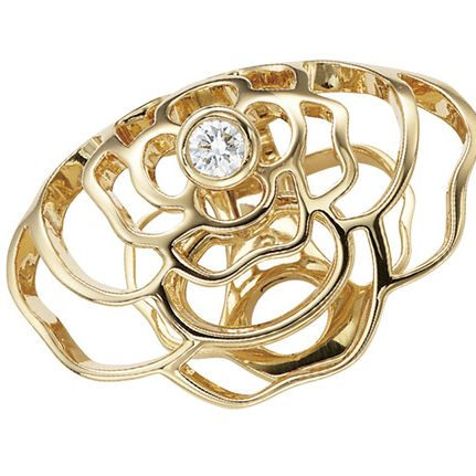 Fashion accessory, Jewellery, Ring, Metal, Gold, Finger, Brass, Engagement ring, Diamond, Bangle,
