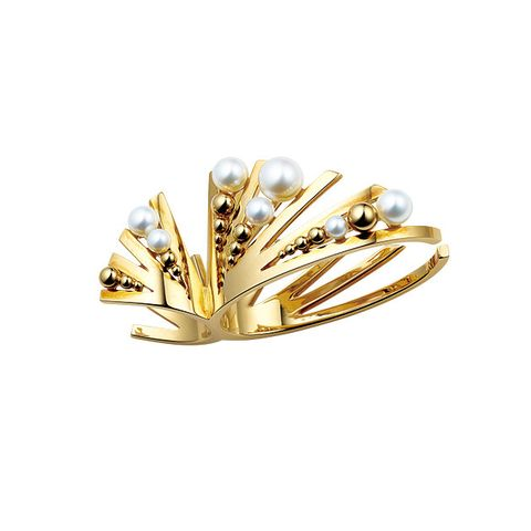 Jewellery, Fashion accessory, Yellow, Leaf, Brooch, Gold, Metal, Finger, Ring, Diamond,