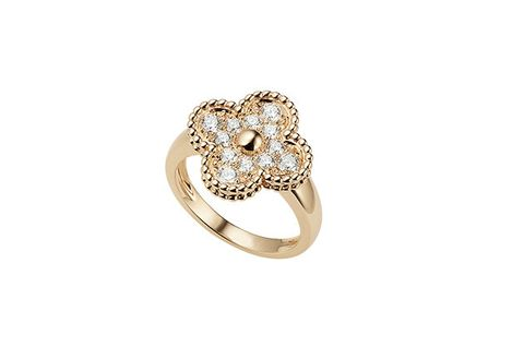 Ring, Jewellery, Fashion accessory, Engagement ring, Pre-engagement ring, Diamond, Body jewelry, Gemstone, Wedding ring, Finger,