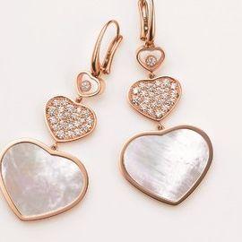 Jewellery, Fashion accessory, Earrings, Body jewelry, Metal, Pendant, Heart, Silver, Locket,