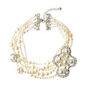 Jewellery, White, Fashion accessory, Natural material, Amber, Body jewelry, Fashion, Creative arts, Beige, Metal,
