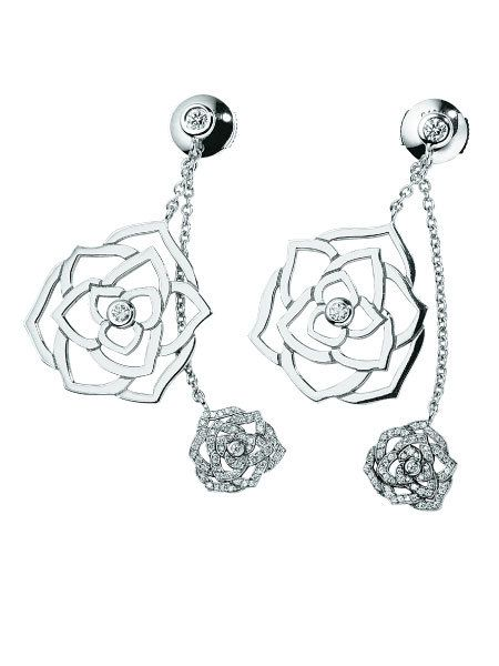 White, Style, Jewellery, Black-and-white, Monochrome photography, Flowering plant, Body jewelry, Still life photography, Garden roses, Rose order,