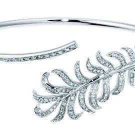 Font, Jewellery, Art, Metal, Body jewelry, Silver, Line art, Artwork, Drawing, Oval,
