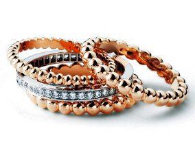 Brown, Photograph, Jewellery, Orange, Amber, Fashion accessory, Natural material, Pattern, Body jewelry, Fashion,
