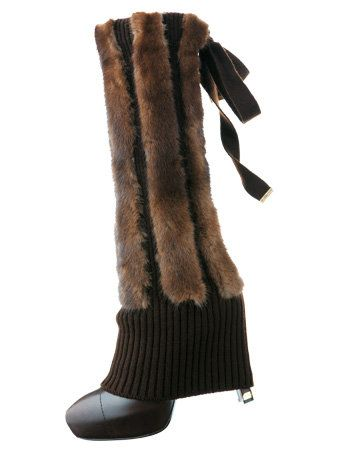 Brown, Textile, Woolen, Costume accessory, Khaki, Wool, Boot, Natural material, Maroon, Beige,