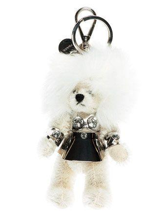 White, Style, Costume accessory, Earrings, Jewellery, Audio accessory, Silver, Body jewelry, Fur, Fashion design,