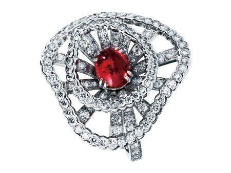 Circle, Silver, Gemstone, Illustration, Macro photography, Brooch, Diamond, Engagement ring, Wedding ceremony supply,
