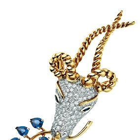 Chain, Metal, Body jewelry, Wing, Pendant, Silver, Natural material,
