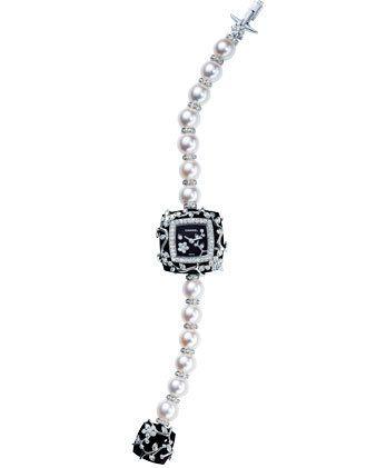 Product, Jewellery, Photograph, White, Fashion accessory, Body jewelry, Font, Fashion, Black, Metal,