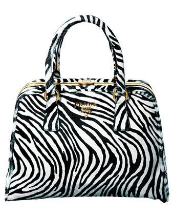 Bag, White, Style, Pattern, Luggage and bags, Fashion accessory, Shoulder bag, Black-and-white, Tote bag, Handbag,