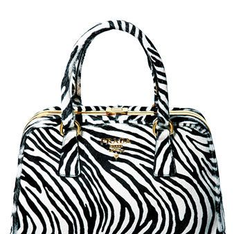 Bag, White, Style, Pattern, Fashion accessory, Luggage and bags, Shoulder bag, Black-and-white, Tote bag, Handbag,