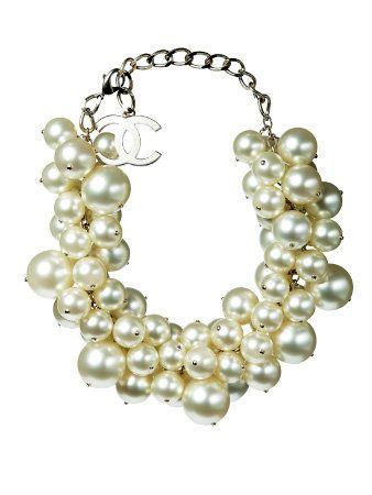 Jewellery, White, Fashion accessory, Natural material, Body jewelry, Pearl, Fashion, Art, Bead, Creative arts,