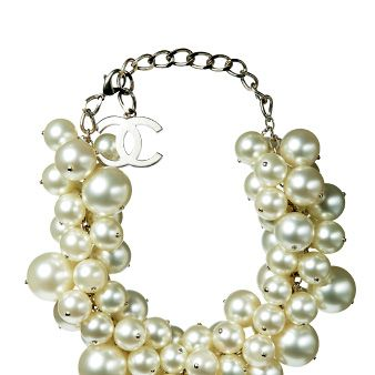 Jewellery, White, Fashion accessory, Natural material, Pearl, Body jewelry, Fashion, Art, Bead, Creative arts,