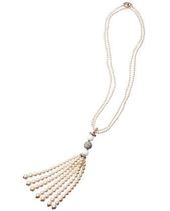 White, Fashion accessory, Jewellery, Natural material, Body jewelry, Metal, Bridal accessory, Beige, Ivory, Chain,