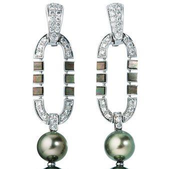 Fashion accessory, Natural material, Jewellery, Body jewelry, Metal, Fashion, Aqua, Craft, Silver, Creative arts,
