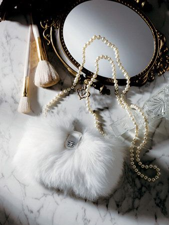 Jewellery, White, Natural material, Body jewelry, Pearl, Chain, Necklace, Metal, Fur, Bridal accessory,