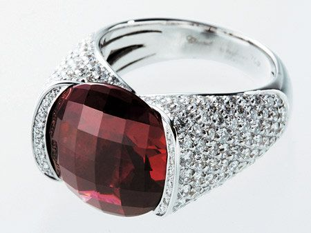 Product, Glass, Reflection, Red, Amber, Transparent material, Carmine, Jewellery, Maroon, Magenta,