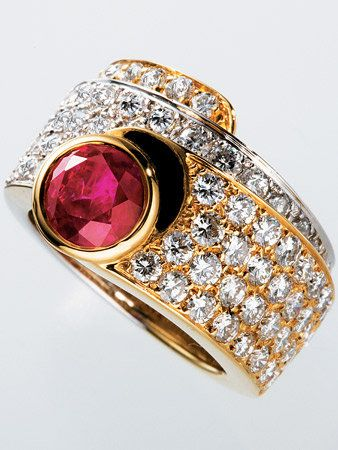 Jewellery, Fashion accessory, Amber, Magenta, Metal, Fashion, Purple, Body jewelry, Natural material, Violet,