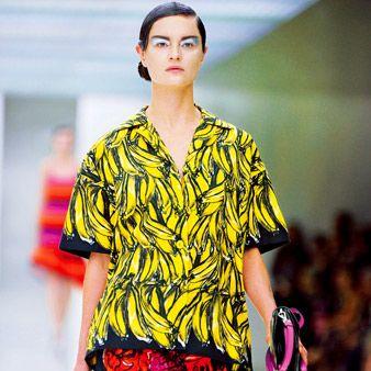 Human body, Shoulder, Fashion show, Style, Fashion model, Street fashion, Bag, Pattern, Waist, Fashion,