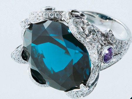 Jewellery, Teal, Aqua, Natural material, Macro photography, Gemstone, Mineral, Diamond, Body jewelry, Crystal,