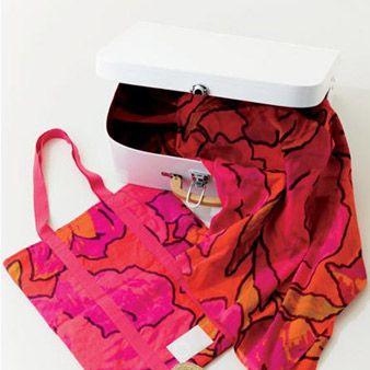 Red, Pink, Magenta, Carmine, Purple, Maroon, Bag, Sandal, Fashion design, Shoulder bag,