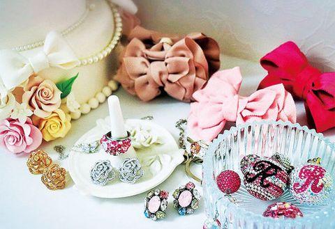 Petal, Pink, Dessert, Sweetness, Peach, Baked goods, Beige, Cake, Flowering plant, Petit four,