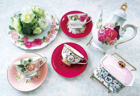 Serveware, Dishware, Cuisine, Tableware, Pink, Porcelain, Dish, Leaf vegetable, Garnish, Saucer,