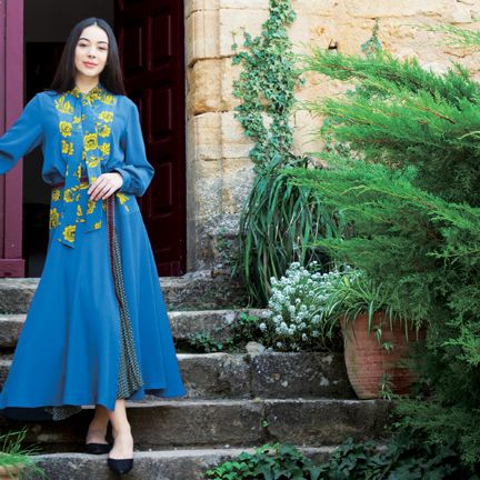Green, Clothing, Blue, Turquoise, Dress, Fashion, Formal wear, Textile, Outerwear, Tree,