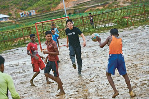 Sports, Team sport, Ball game, Player, Fun, Play, Soccer, Beach soccer, Ball, Competition event,