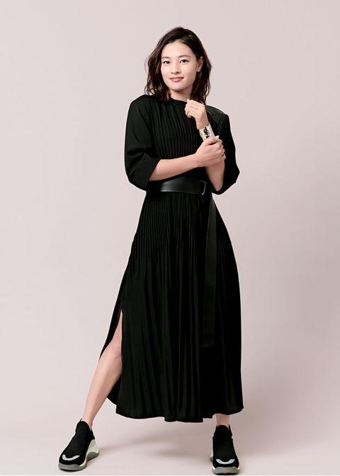 Clothing, Black, Fashion model, Dress, Shoulder, Fashion, Sleeve, Neck, Leg, Footwear,
