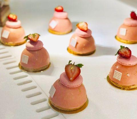 Petit four, Food, Miniature, Finger food, Dessert, Cuisine, Sweetness, Pâtisserie, Macaroon, Canapé,