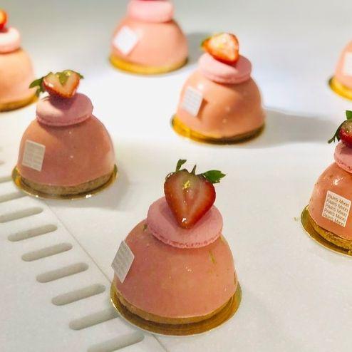 Petit four, Food, Cuisine, Canapé, Miniature, Finger food, Dish, Pâtisserie, Dessert, Sweetness,