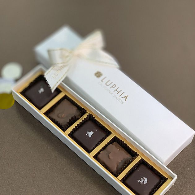 Chocolate, Chocolate bar, Confectionery, Food, Rectangle, Dessert,