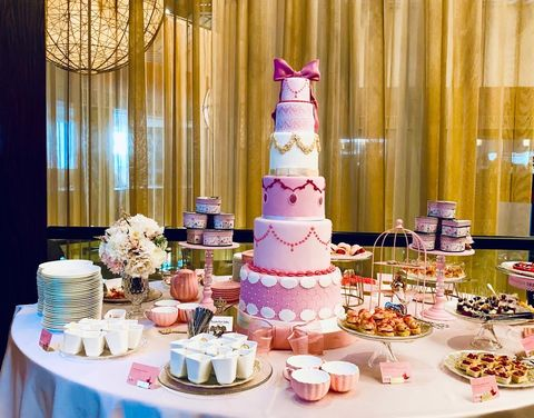 Cake decorating, Sugar paste, Pink, Wedding cake, Icing, Sweetness, Cake, Pasteles, Buttercream, Food,