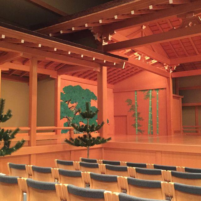 Auditorium, Building, Ceiling, Theatre, heater, Performing arts center, Function hall, Stage, Interior design, Room,