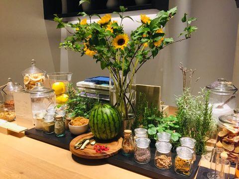 Floristry, Flower, Flower Arranging, Centrepiece, Floral design, Houseplant, Cut flowers, Plant, Yellow, Flowerpot,