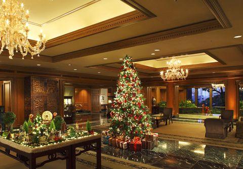 Christmas tree, Christmas, Christmas decoration, Lobby, Tree, Lighting, Room, Building, Architecture, Interior design,