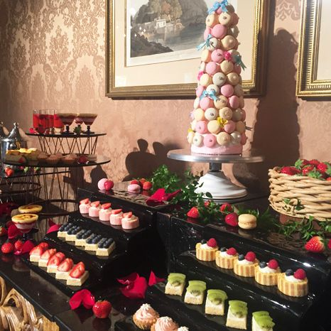 Sweetness, Buffet, Food, Brunch, Dessert, Pâtisserie, Meal, Petit four, Cuisine, Confectionery,