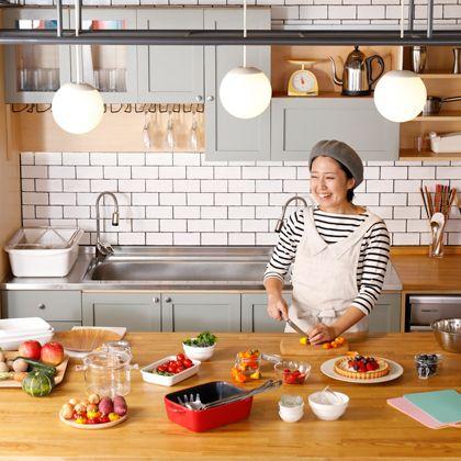 Cook, Kitchen, Room, Brunch, Meal, Food, Countertop, Breakfast, Furniture, Cooking,