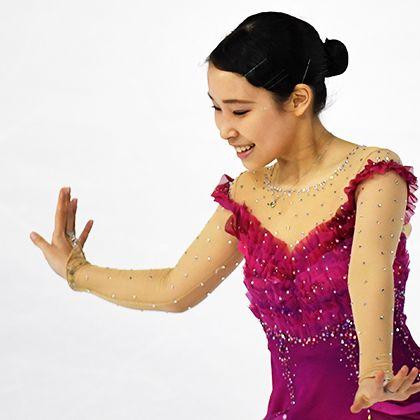 Ice skating, Recreation, Dancer, Dress, Gesture, Figure skating, Hand, Skating, Formal wear, Performance,