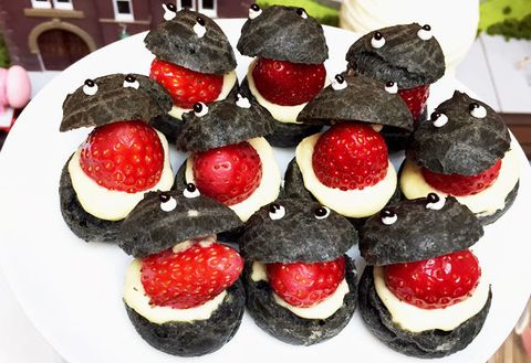 Food, Dish, Strawberry, Cuisine, Dessert, Strawberries, Ingredient, Cream, Canapé, Whipped cream,
