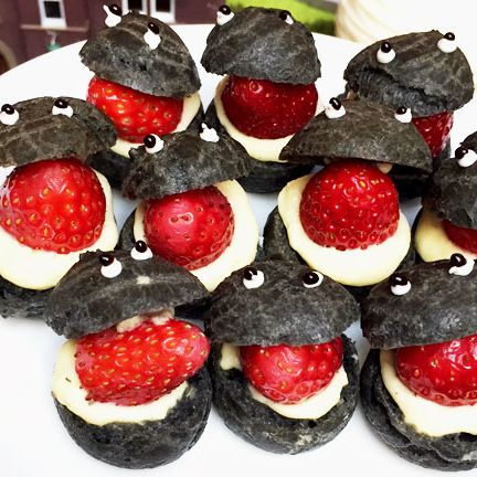 Food, Strawberry, Dish, Cuisine, Dessert, Strawberries, Cream, Ingredient, Whipped cream, Canapé,