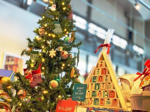 Christmas tree, Christmas ornament, Christmas decoration, Christmas, Tree, Spruce, Tradition, Christmas eve, Fir, Conifer,